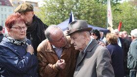 Milouš Jakeš nechyběl na náměstí Jiřího z Poděbrad, kde komunisté slavili svátek práce (1.5.2019)