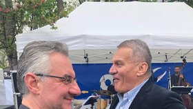 ODS vyrazila oslavit 1. máj na Petřín: Eurolídr Jan Zahradil a exprimátor Bohuslav Svoboda (1. 5. 2019)