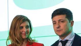 Nově zvolený ukrajinský prezident Volodymyr Zelenskyj s manželkou Olenou
