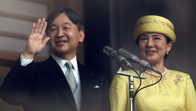 Japonský císař Naruhito s chotí Masako vítali tisíce Japonců
