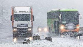 Německo překvapilo v prvním květnovém víkendu husté sněžení. Místy napadlo až šest centimetrů nového sněhu