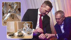 Zeman jako tradiční dary rozdává křišťál, hodinky a české sklo, a to nejen svým zahraničním protějškům. Hodinky Prim daroval i moderátorovi Jaromíru Soukupovi