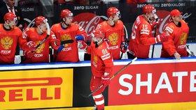 Hvězdný ruský útočník Nikita Kučerov se raduje ze svého úvodního gólu na šampionátu na Slovensku