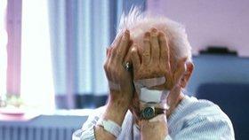 Exekuci na krku má přes 90 tisíc důchodců: Mohou za to i šmejdi (ilustrační foto)