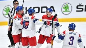 Čeští hokejisté se radují z úvodní branky na mistrovství světa