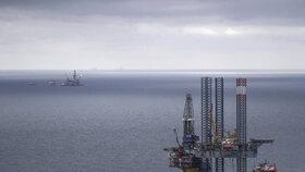 Rusko dodává ropu do Běloruska, Polska, Německa, Maďarska a České republiky přes přístav Usť-Luga a pak ropovodem Družba