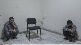 Bývalí syrští vězni popsali, jaké podmínky panují v syrských věznicích