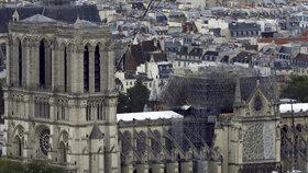 Vyšetřování požáru pařížské Notre-Dame pokračuje i měsíc po události. (14.5.2019)