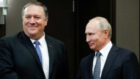 Americký ministr zahraničních věcí Mike Pompeo a ruský prezident Vladimir Putin na setkání v Soči (14.5.2019)