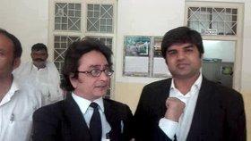 Shoab Nazai a jeho kolega Ramzan, který Tereze nesl dárek do vězení