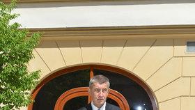 Premiér Babiš (ANO) je připraven odvolat ministra Staňka (ČSSD), koaliční smlouva platí