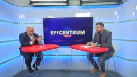 Europoslanec Pavel Svoboda (KDU-ČSL) byl hostem pořadu Epicentrum na Blesk.cz, vpravo moderátor Jaroslav Šimáček.