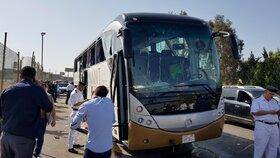Pravděpodobně bomba zasáhla v neděli odpoledne autobus plný turistů poblíž pyramid v egyptské Gíze. (19.5.2019)