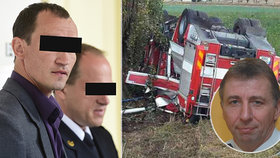 Při nehodě cisterny zemřel hasičský velitel. Řidič, který přišel o nohu, stanul před soudem.