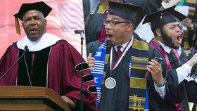 Miliardář Robert F. Smith slíbil vysokoškolákům, že zaplatí za jejich školné.