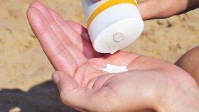 Odborníci varují před domácí výrobou opalovacích krémů. Nemají dostatečný ochranný faktor (ilustrační foto)