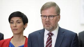 Zástupci pětice opozičních stran oznámili, že chtějí svolat mimořádnou schůzi Sněmovny kvůli podfinancování sociálních služeb. Místopředsedkyně TOP 09 Markéta Pekarová Adamová a předseda ODS Petr Fiala. (23. 5. 2019)