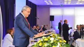 Loňský sněm Hospodářské komory: Vladimír Dlouhý při projevu