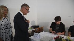 Andrej Babiš odvolil ve volbách do Evropského parlamentu společně s manželkou Monikou tradičně v Průhonicích (24.5.2019)