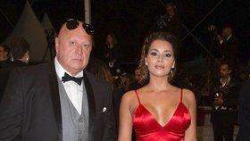"""Český milionář Miloš Kant (62) požádal na červeném koberci v Cannes svou přítelkyni (26) o ruku. Řekla mu """"ano""""! Nakonec ale ze svatby sešlo."""