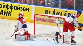 Nešťastná teč Radko Gudase znamenala na začátku druhé třetiny vyrovnání Rusů na 2:2
