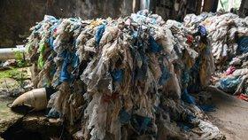 Malajsie vystřídala Čínu jako přední světová skládka. Byznys s odpady tu ovládají kriminální skupiny, úřady nezvládají provádět kontroly