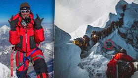 Znepokojující fotografie z Everestu: Horolezci překračovali mrtvolu svého kolegy