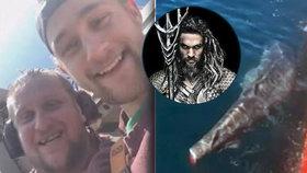 Do rybářů, kteří uřízli žralokovi ploutev, se drsně opřel slavný představitel Aquamana.