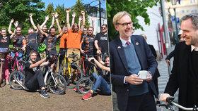 Do práce jezdil na kole i pražský primátor Zdeněk Hřib, pozoroval ho při tom dánský velvyslanec.