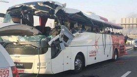 Při nehodě autobusu s turisty v Dubaji zahynulo 17 lidí (7. 6. 2019)