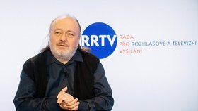 Někdejší spolupracovník Václava Klause a člen RRTV Ladislav Jakl se dostal do fyzické konfrontace v pražském metru