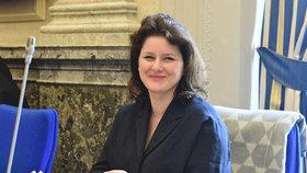 Ministryně práce a sociálních věcí Jana Maláčová (ČSSD) přichází na schůzi vlády (10. 6. 2019)