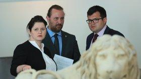 Ministryně práce a sociálních věcí Jana Maláčová (ČSSD), předseda poslaneckého klubu ČSSD Jan Chvojka a místopředseda sociálních demokratů Ondřej Veselý (13. 6. 2019)