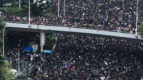 Masivní protest v Hongkongu požadoval odstoupení jeho správkyně (16. 6. 2019)
