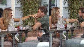 Kopřivová 4 dny po oznámení rozchodu s Jágrem: Něžnosti s novým chlapem!
