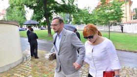 Manželé Petr a Jana Nečasovi během příchodu na oslavu 78. narozenin exprezidenta Václava Klause (19. 6. 2019)