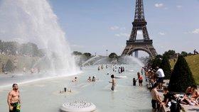 Vedra trápí i Francii.