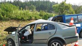 Ve Strunkovicích nad Blanicí na Prachaticku dvacetiletý řidič octavie nepřežil čelní střet s fordem.