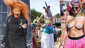 Hudební festival Glastonbury je přehledem hvězd včetně Janet Jackson (vlevo), ale i bizarních oblečků návštěvníků