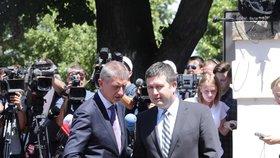 Předseda ČSSD Jan Hamáček a premiér Andrej Babiš (ANO) na tiskové konferenci poté, co skončilo jednání o ústavní krizi (4.7.2019). Oba dva politici spěšně konferenci opustili