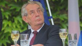 Slavnostní recepce na francouzské ambasádě se zúčastnil i prezident Miloš Zeman (11. 7. 2019).