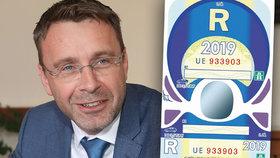 Ministr dopravy Vladimír Kremlík hájil výměnu papírových dálničních známek za elektronické