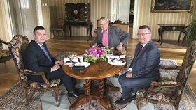 Prezident Miloš Zeman (uprostřed) přijal v Lánech šéfa ČSSD Jana Hamáčka a ministra kultury Antonína Staňka (12. 7. 2019)