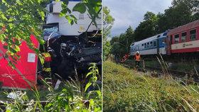 Rodinná tragédie! Na hradeckém přejezdu zemřely dvě děti. Pod koly vlaku našli smrt i jejich rodiče.