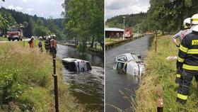 Řidička vjela s autem do řeky u jezu v Herbertově na jihu Čech.