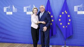 Kandidátka na první ženu v čele Evropské komise Ursula von der Leyenová s Jean-Claudem Junckerem