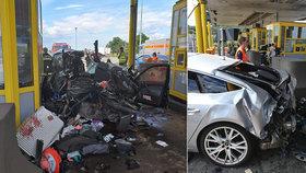Po děsivé bouračce na chorvatské mýtnici bojují tři lidé o život.