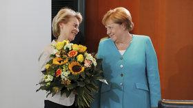 Merkelová slavila 65. narozeniny. A při jmenování nové ministryně obrany opět seděla (17.7.2019)