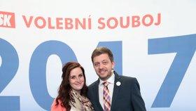 Současný předseda STAN Vít Rakušan s manželkou Marií na předvolební debatou v roce 2017