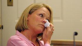 Matka údajné oběti během soudního slyšení, kde se Kevin Spacey dozvěděl rozsudek
